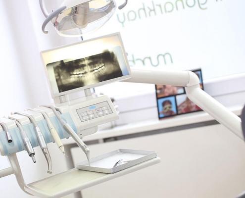 Zahnarzt Dr. Mani Goharkhay - Vollnarkosebehandlungen