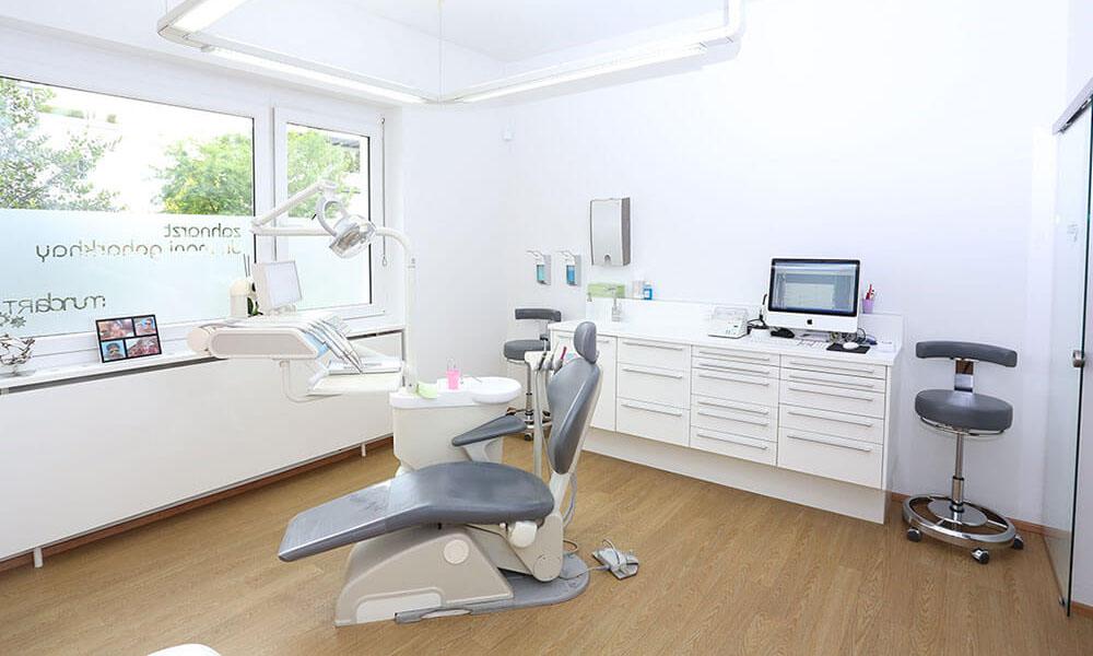 Zahnarzt Dr. Mani Goharkhay - Zahnaufhellung